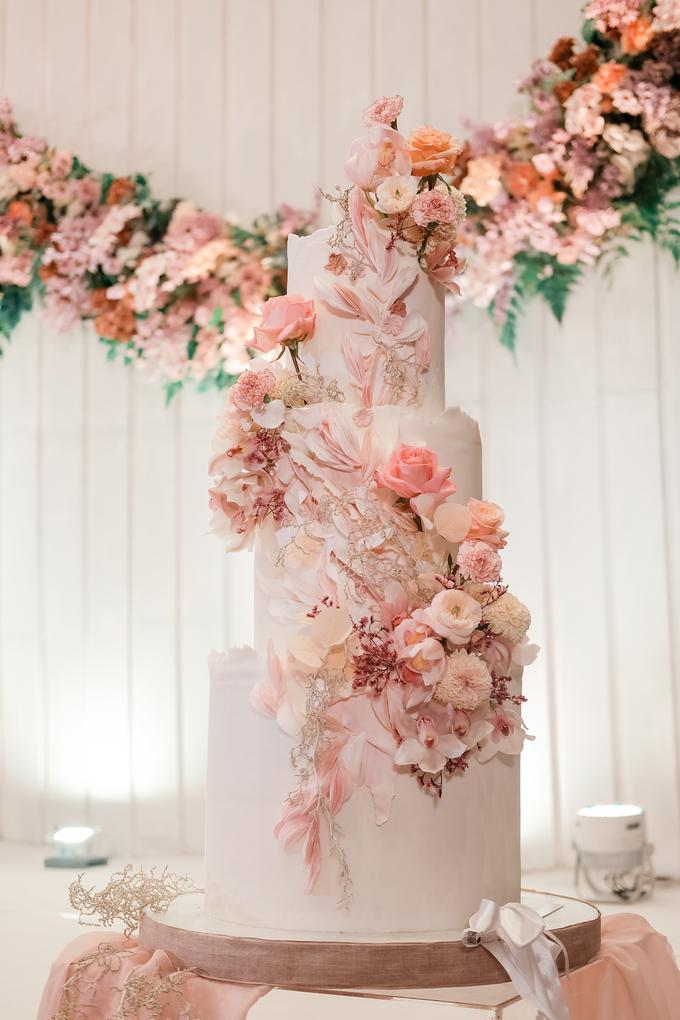 The wedding of Edbert & Priscilia by KAIA Cakes & Co. - 015