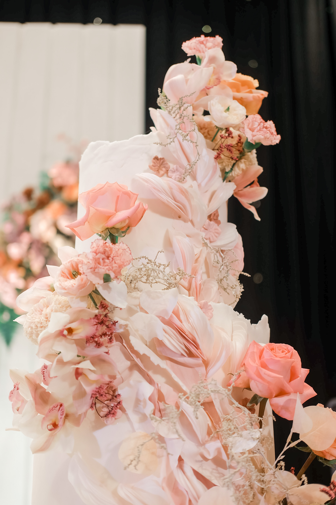 The wedding of Edbert & Priscilia by KAIA Cakes & Co. - 017
