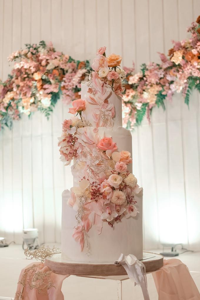 The wedding of Edbert & Priscilia by KAIA Cakes & Co. - 018