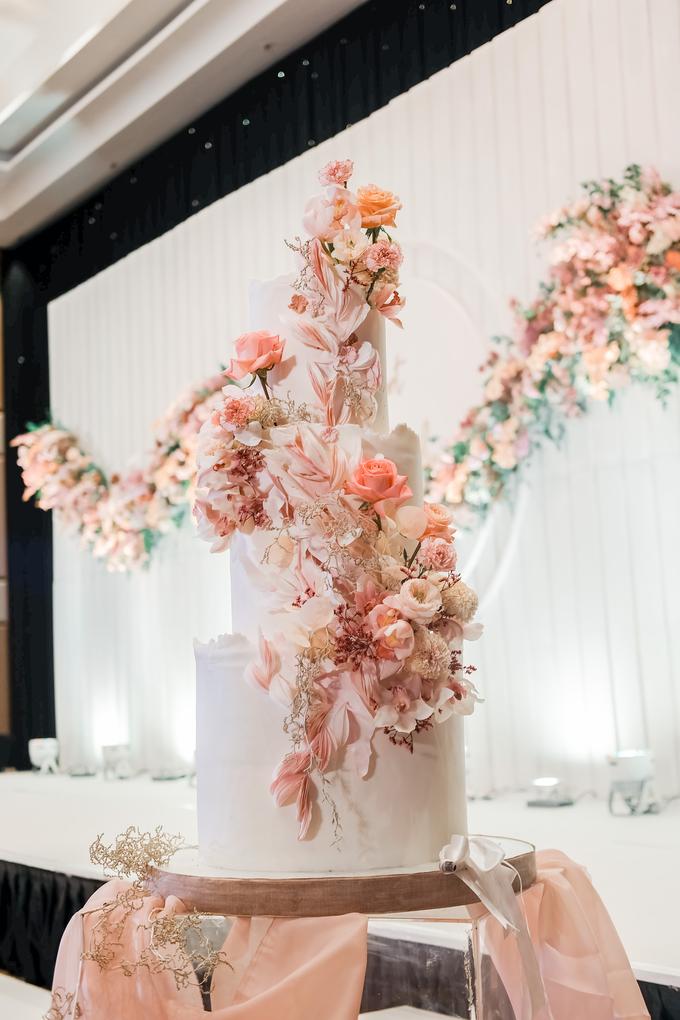 The wedding of Edbert & Priscilia by KAIA Cakes & Co. - 019