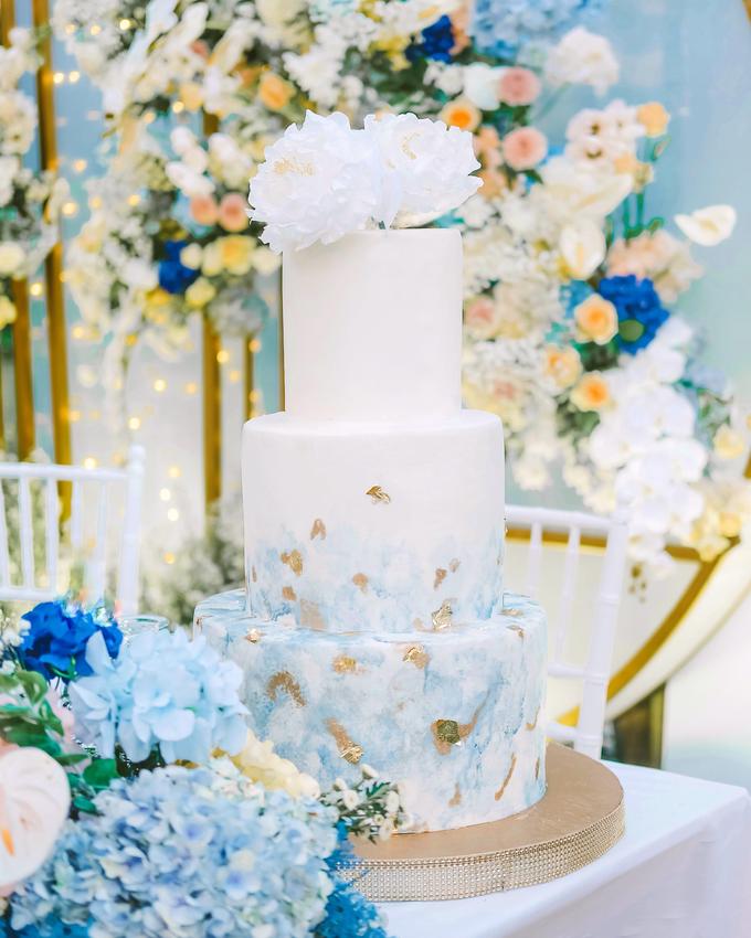 The wedding of  Lukito & Ria by KAIA Cakes & Co. - 011