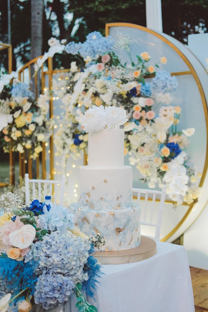 The wedding of  Lukito & Ria by KAIA Cakes & Co. - 012