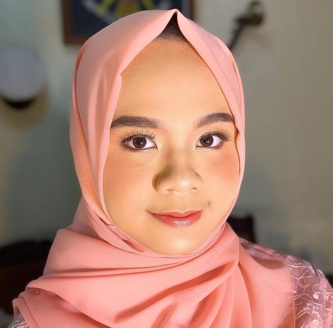 Bridesmaid Make Up by Make Up by Mutiara Fallahdani - 012