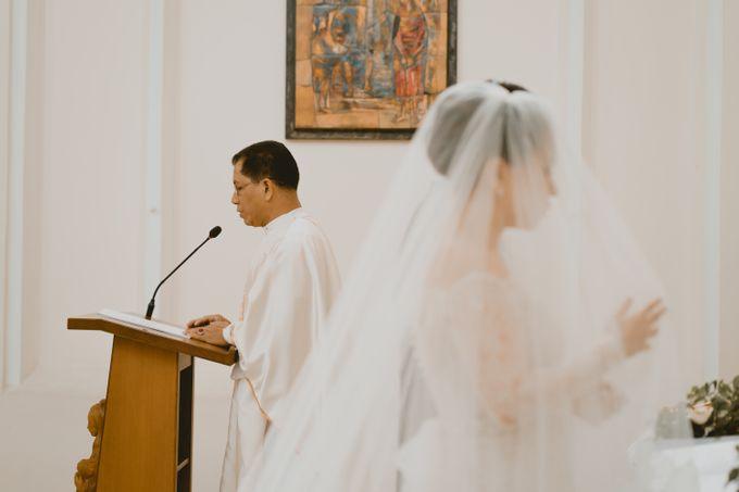Karlina & Ariyanto Wedding Ceremony by ATIPATTRA - 017