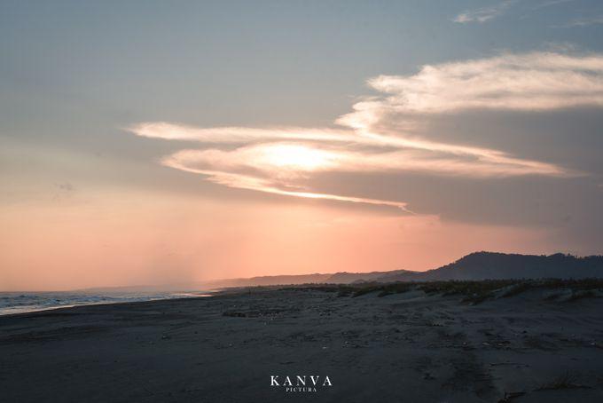 Sesi Prewedding Ceria Ketika Sunset by Kanva Pictura - 001