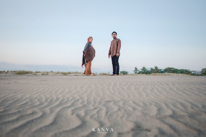 Sesi Prewedding Ceria Ketika Sunset by Kanva Pictura - 017