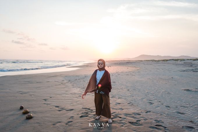 Sesi Prewedding Ceria Ketika Sunset by Kanva Pictura - 003