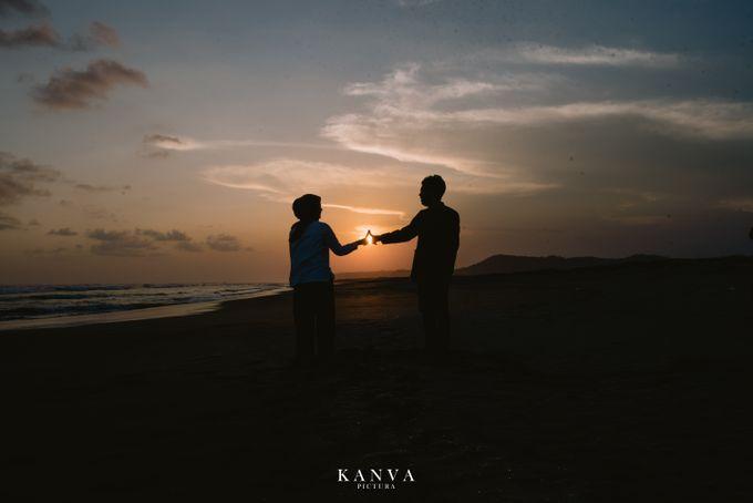 Sesi Prewedding Ceria Ketika Sunset by Kanva Pictura - 036