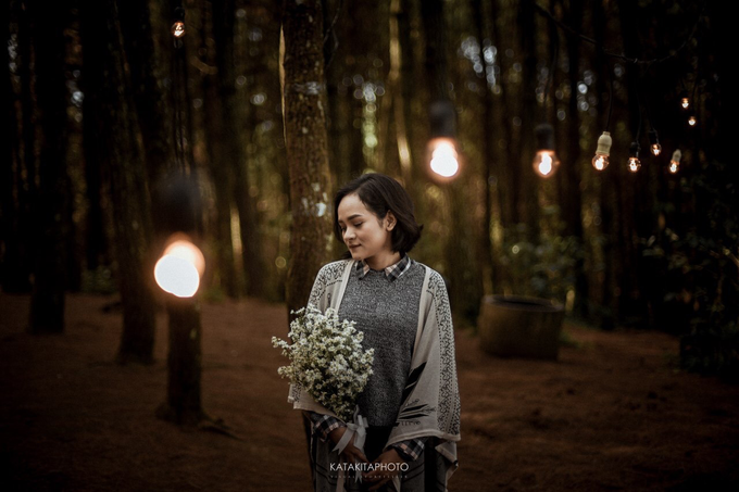 The prewedding of Astari & Andhika by Katakitaphoto - 002