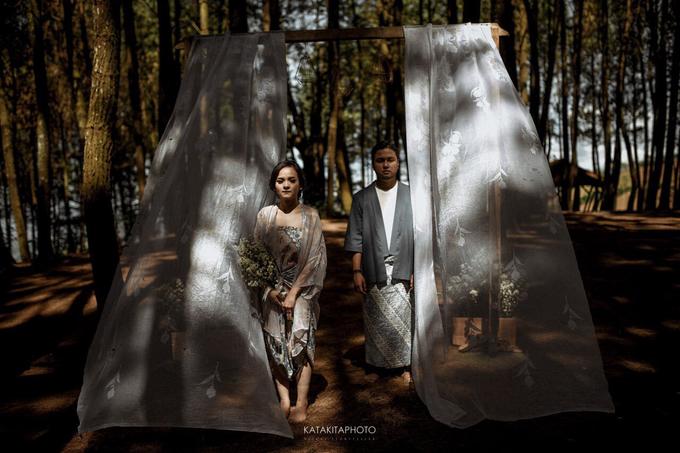 The prewedding of Astari & Andhika by Katakitaphoto - 013