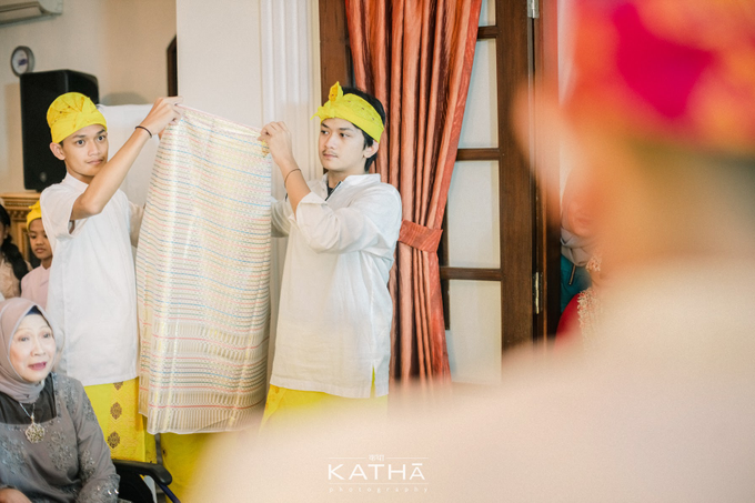 Vania & Almer Engagement Ceremony by Katha Photography - 014