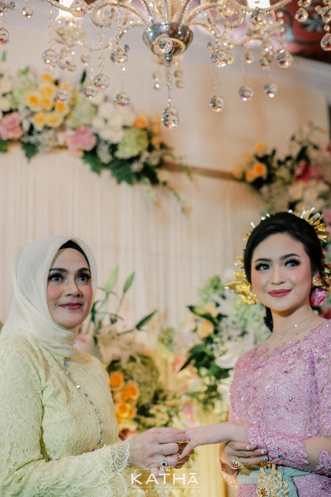 Vania & Almer Engagement Ceremony by Katha Photography - 019