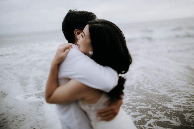 Lius & Tami Engagement Portrait by Keyva Photography - 025