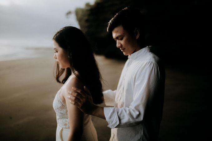 Lius & Tami Engagement Portrait by Keyva Photography - 035