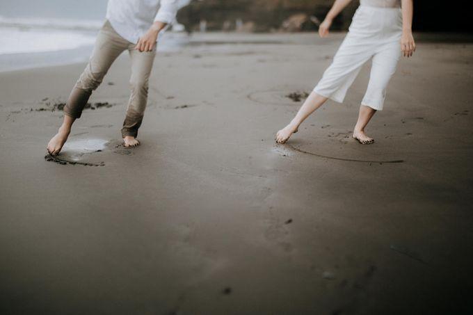Lius & Tami Engagement Portrait by Keyva Photography - 038
