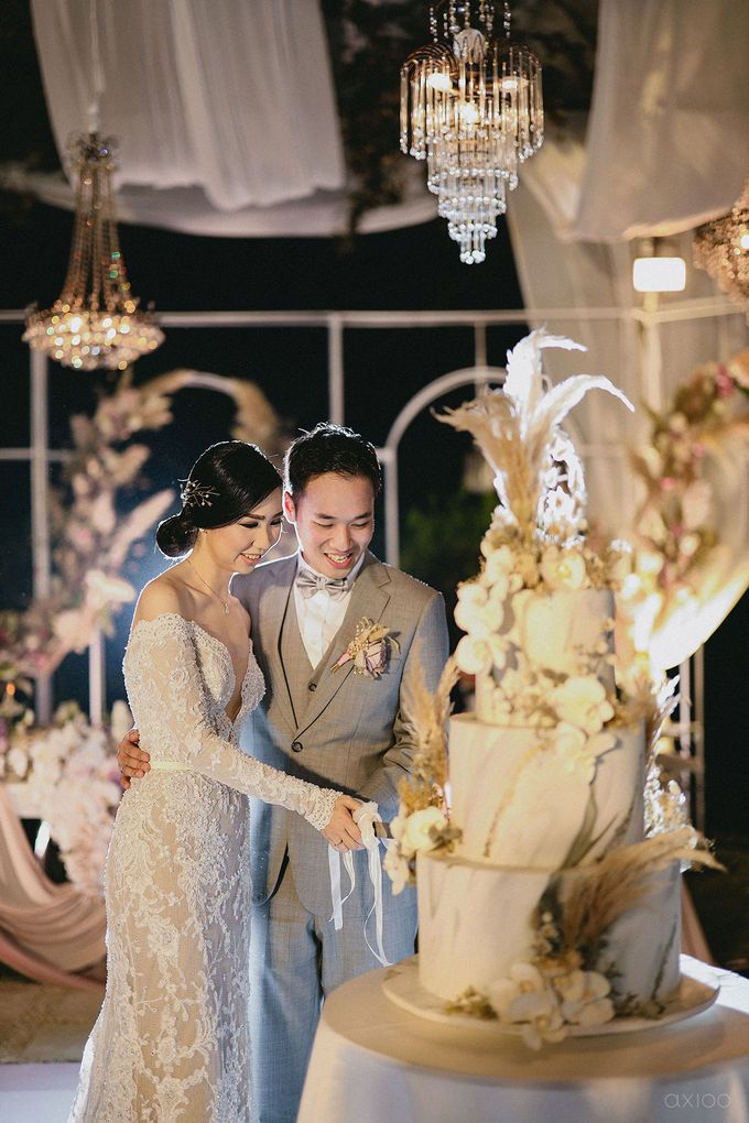 Fearless - The Wedding of Kevin and Lia by Donny by Axioo - 046