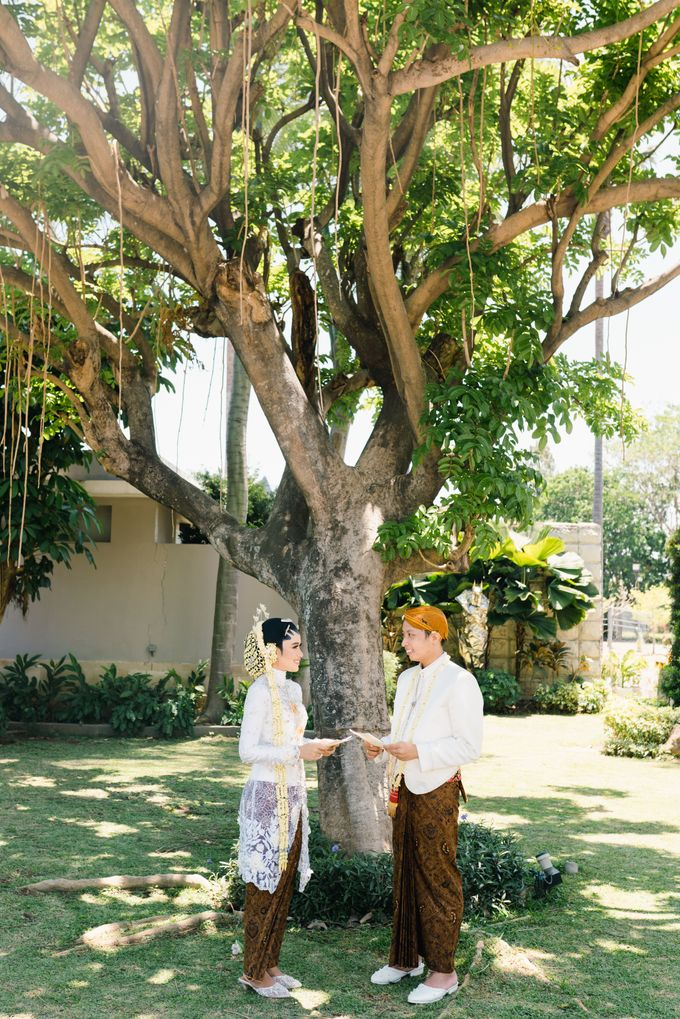 A Solemn Outdoor Wedding Ceremony that Rich in Traditional and Cultural Heritage by Kalyaharsa - 021