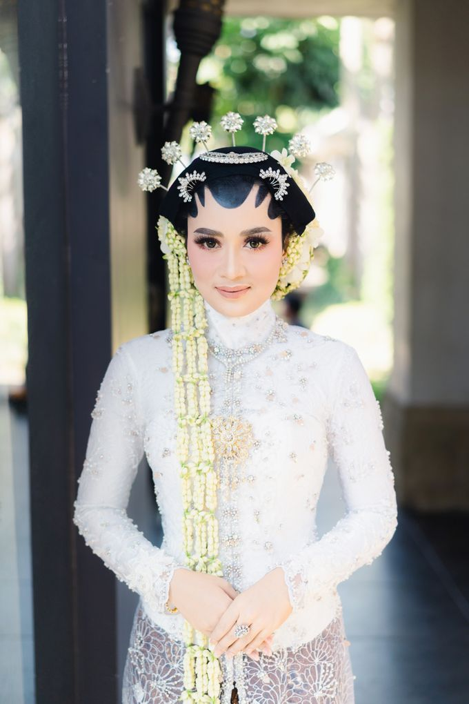 A Solemn Outdoor Wedding Ceremony that Rich in Traditional and Cultural Heritage by Kalyaharsa - 009