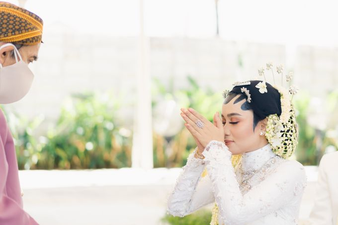 A Solemn Outdoor Wedding Ceremony that Rich in Traditional and Cultural Heritage by Kalyaharsa - 013