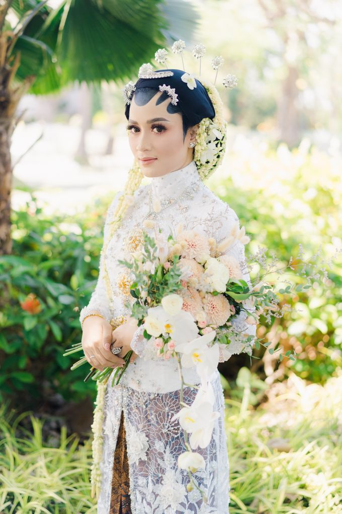 A Solemn Outdoor Wedding Ceremony that Rich in Traditional and Cultural Heritage by Kalyaharsa - 011