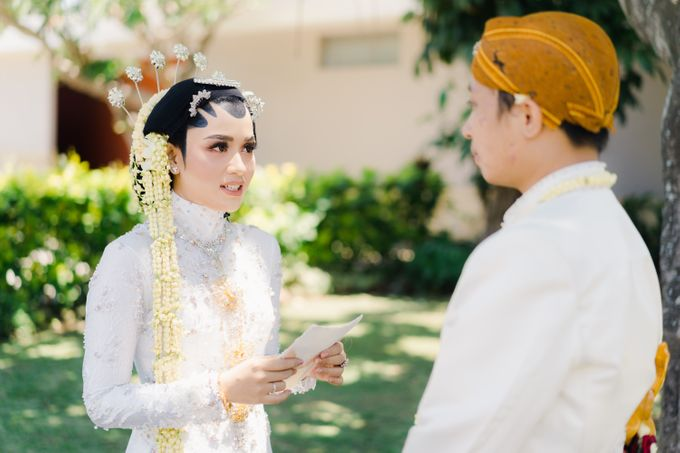 A Solemn Outdoor Wedding Ceremony that Rich in Traditional and Cultural Heritage by Kalyaharsa - 019