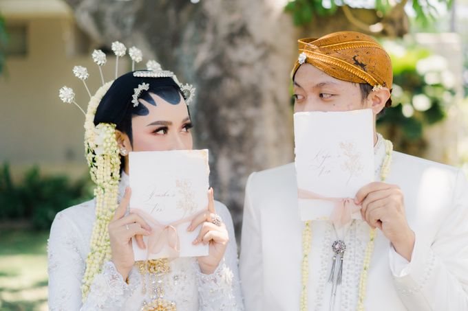 A Solemn Outdoor Wedding Ceremony that Rich in Traditional and Cultural Heritage by Kalyaharsa - 020