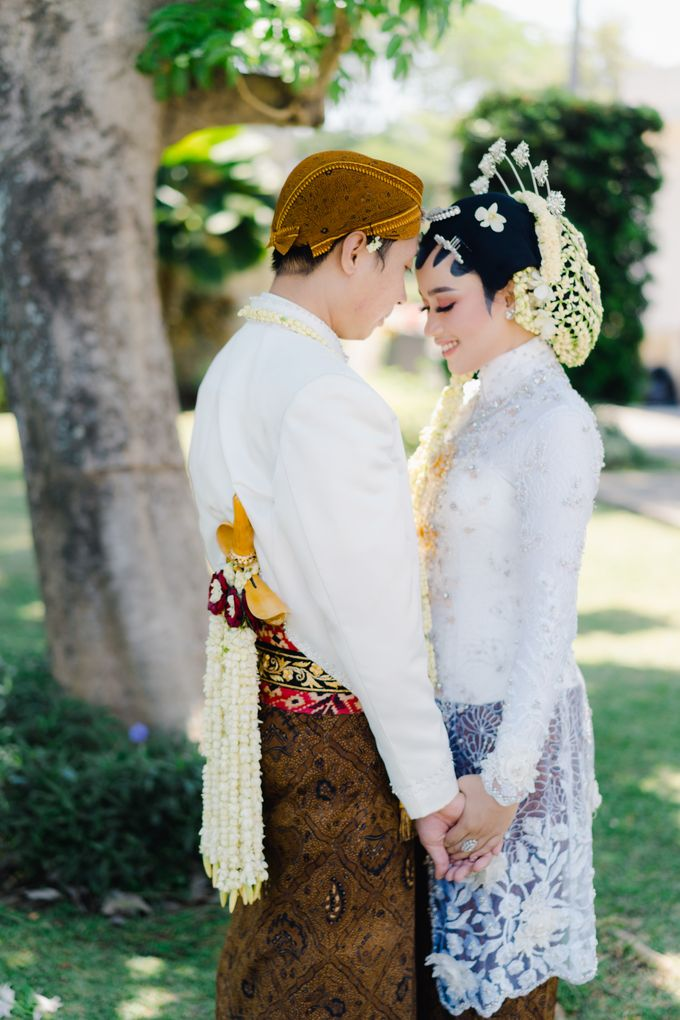 A Solemn Outdoor Wedding Ceremony that Rich in Traditional and Cultural Heritage by Kalyaharsa - 023