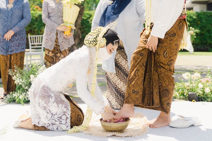 A Solemn Outdoor Wedding Ceremony that Rich in Traditional and Cultural Heritage by Kalyaharsa - 012