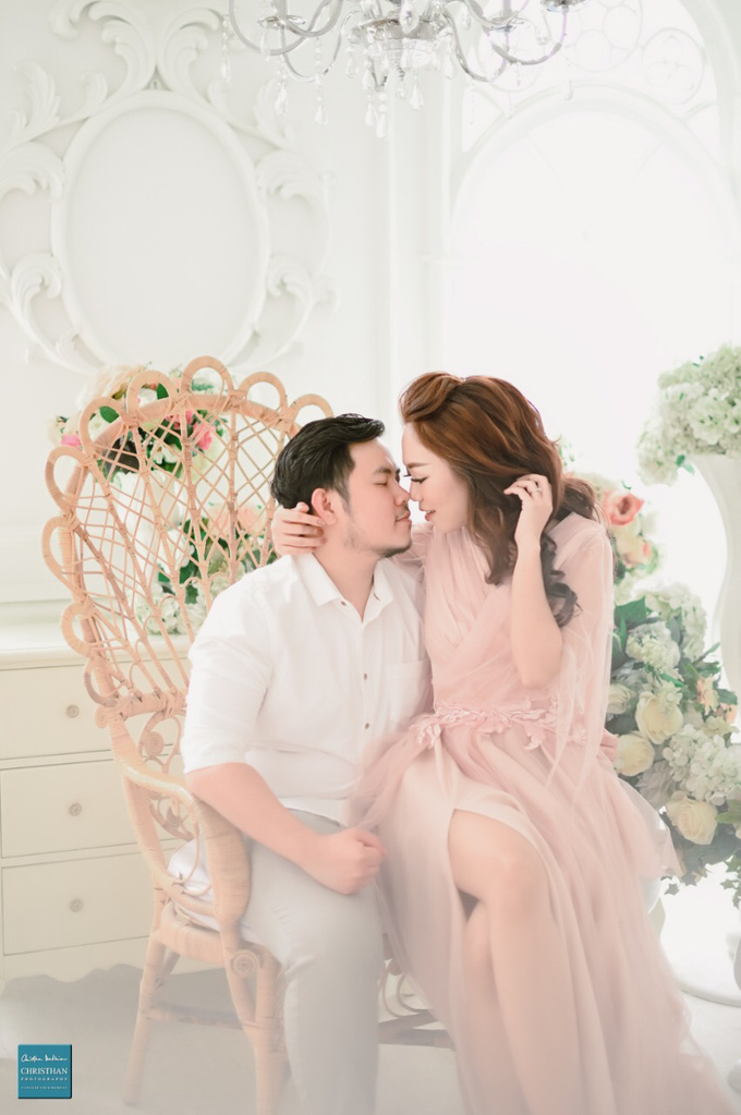 a love story of Glenn & Sessy (Prewedding Session Indoor) by Khayim Beshafa One Stop Wedding - 002