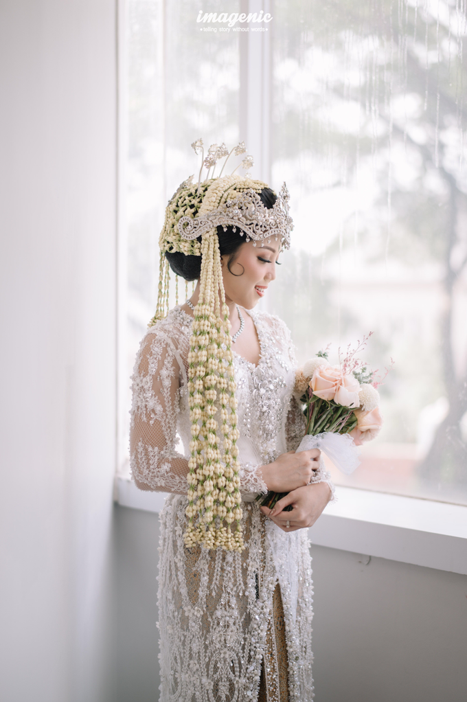 a Modern Sundanese Wedding of Rahmat & Tantri by Khayim Beshafa One Stop Wedding - 005