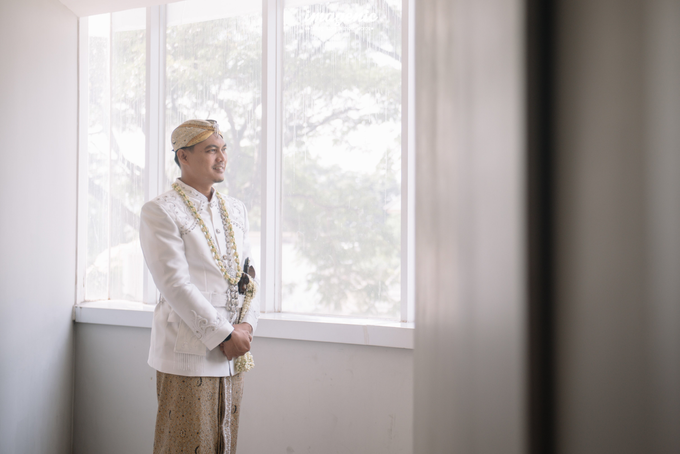 a Modern Sundanese Wedding of Rahmat & Tantri by Khayim Beshafa One Stop Wedding - 006