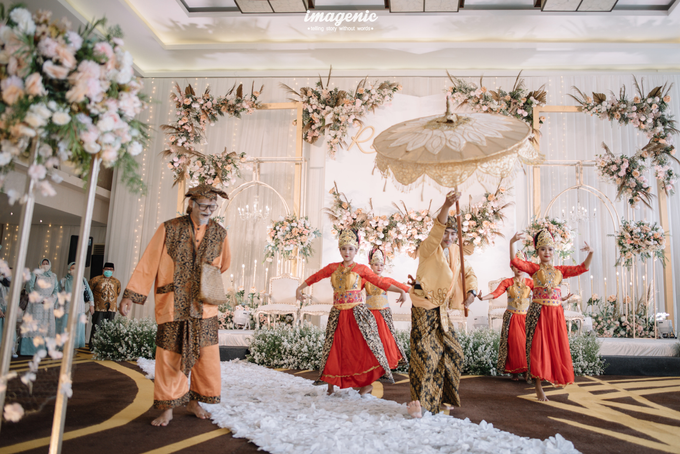 a Modern Sundanese Wedding of Rahmat & Tantri by Khayim Beshafa One Stop Wedding - 010
