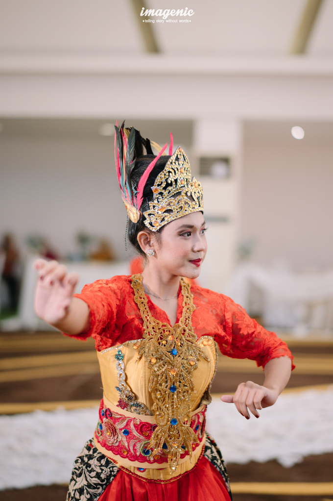 a Modern Sundanese Wedding of Rahmat & Tantri by Khayim Beshafa One Stop Wedding - 011