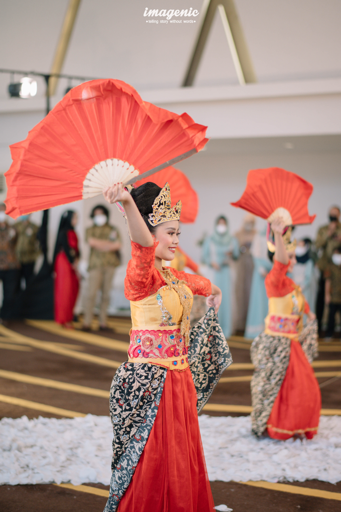 a Modern Sundanese Wedding of Rahmat & Tantri by Khayim Beshafa One Stop Wedding - 012