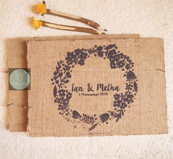 Wooden Goni Guestbook by TalkingCard - 002