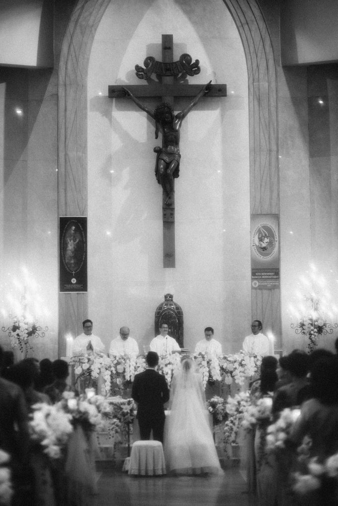 Holy Matrimony Kelvin & Teresa by saptodjojokartiko bride - 007