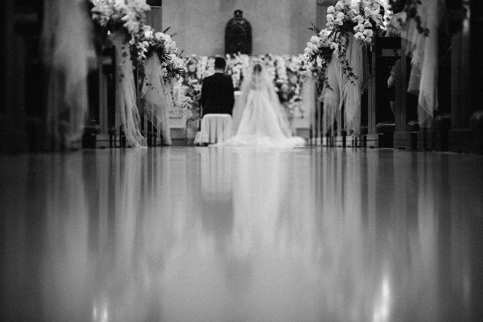 Holy Matrimony Kelvin & Teresa by saptodjojokartiko bride - 011