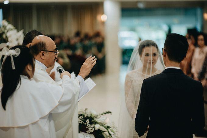 Holy Matrimony Kelvin & Teresa by saptodjojokartiko bride - 012