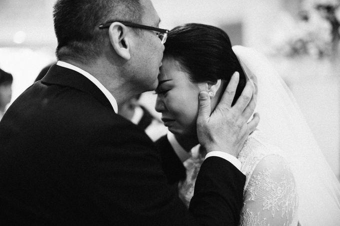 Holy Matrimony Kelvin & Teresa by saptodjojokartiko bride - 016