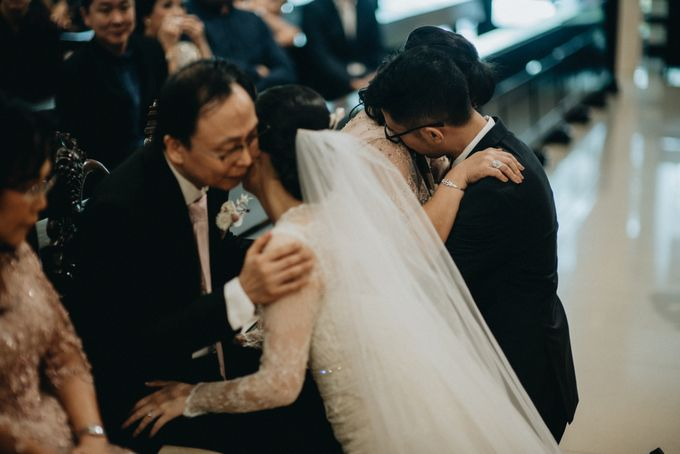 Holy Matrimony Kelvin & Teresa by saptodjojokartiko bride - 020
