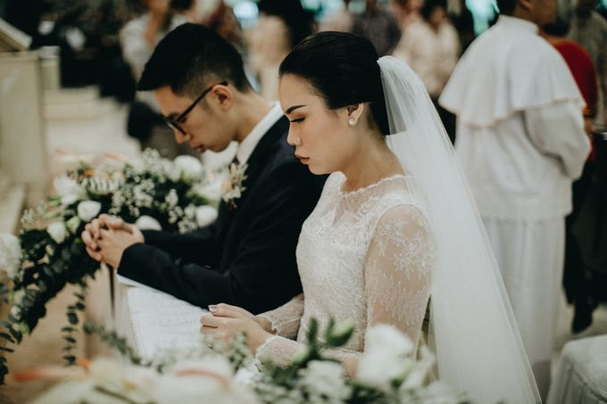 Holy Matrimony Kelvin & Teresa by saptodjojokartiko bride - 021