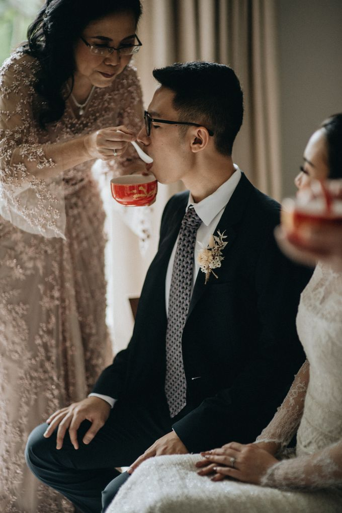 Preparation of Kelvin & Teresa by saptodjojokartiko bride - 008