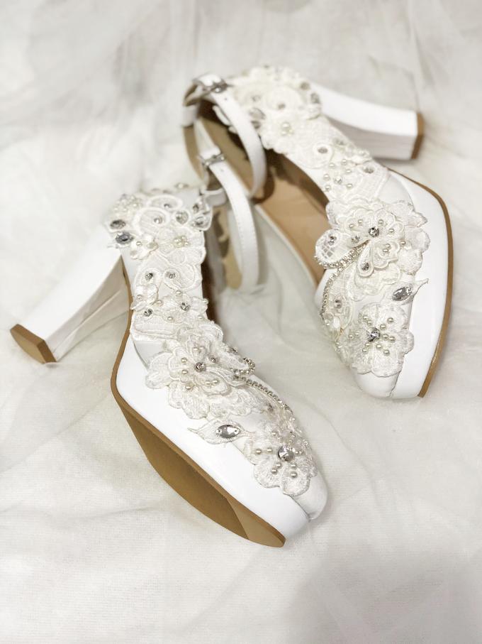 ARRA wedding white shoes by Helen Kunu by Kunu Looks - 001
