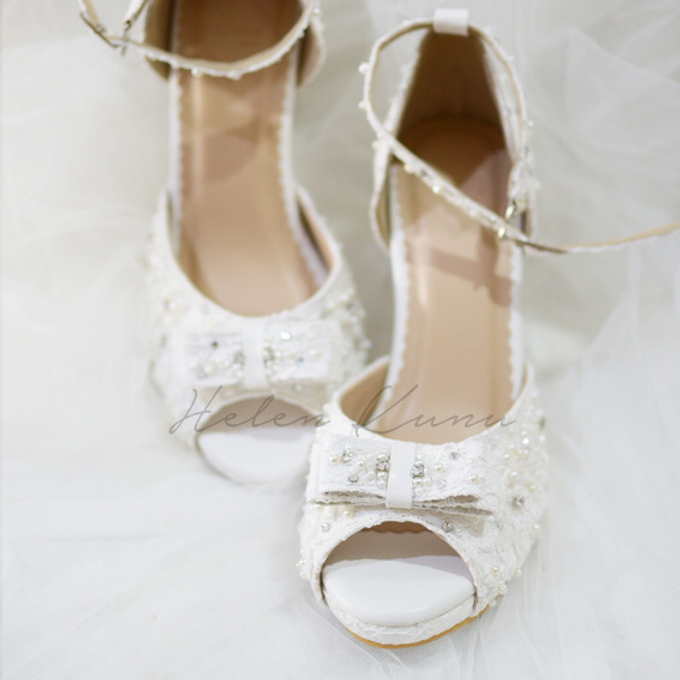 White christmas heels by Helen Kunu by Kunu Looks - 004