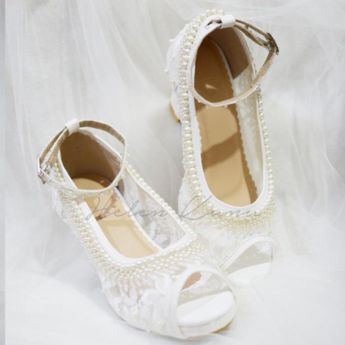 White christmas heels by Helen Kunu by Kunu Looks - 001