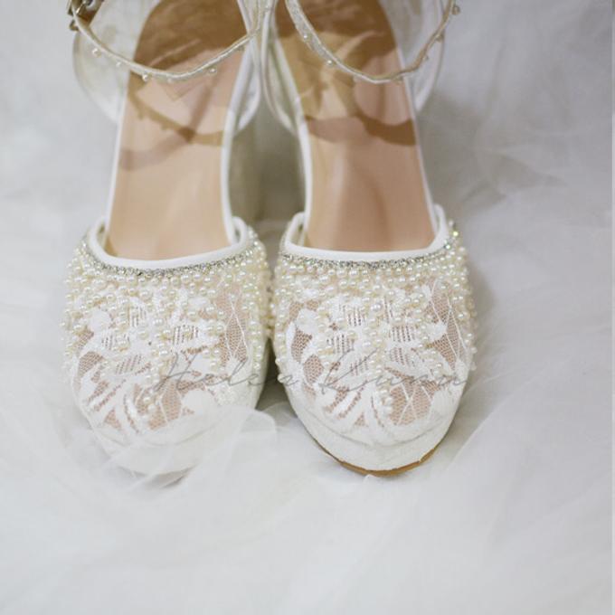 White christmas heels by Helen Kunu by Kunu Looks - 010