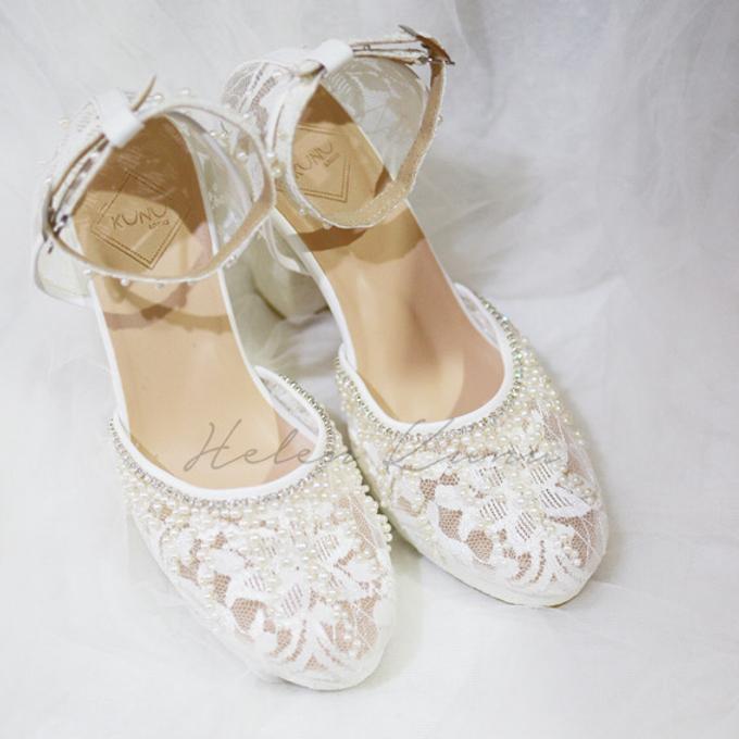 White christmas heels by Helen Kunu by Kunu Looks - 013