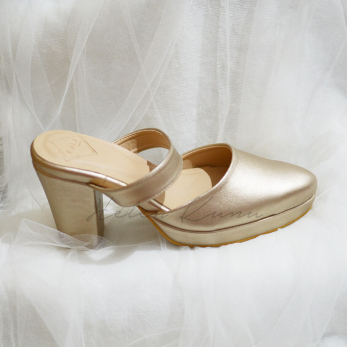 Champagne gold wedding shoes by Helen Kunu by Kunu Looks - 005