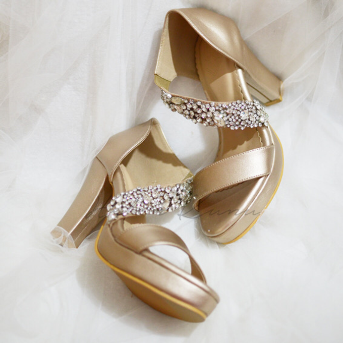 Champagne gold wedding shoes by Helen Kunu by Kunu Looks - 002