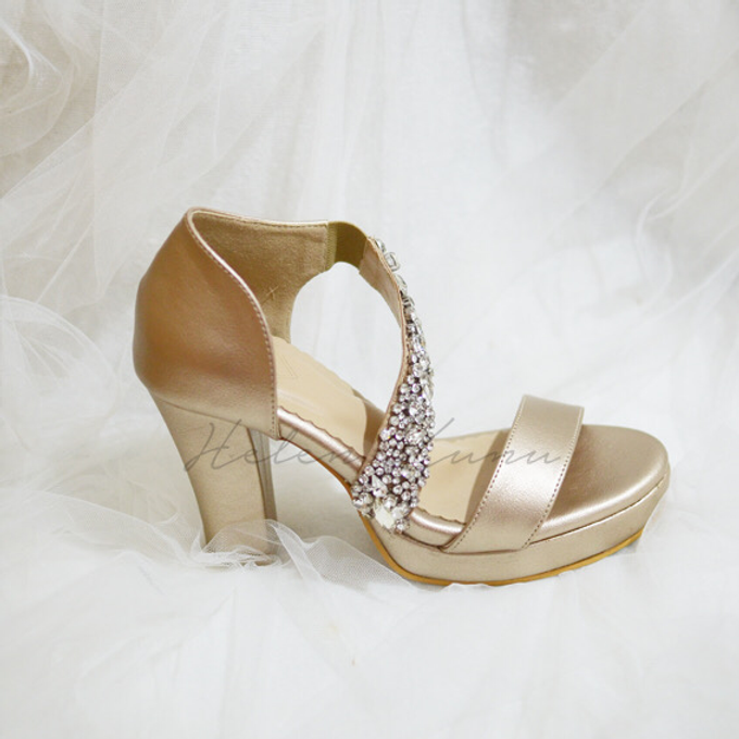 Champagne gold wedding shoes by Helen Kunu by Kunu Looks - 004